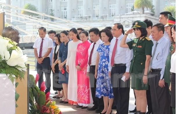 纪念胡志明主席诞辰127周年的系列活动在世界各国举行 hinh anh 1