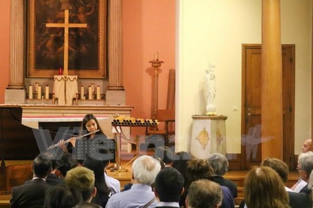 越南同行基金会在法国举行音乐会助学捐款活动 hinh anh 1
