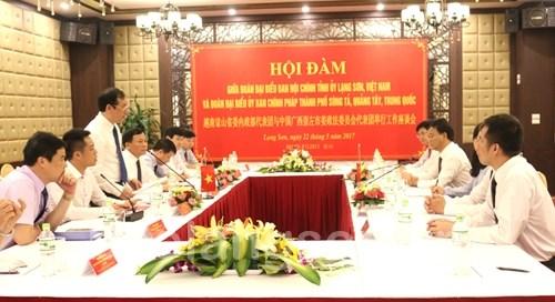中共广西崇左市委政法委代表团访问越南谅山省 hinh anh 1