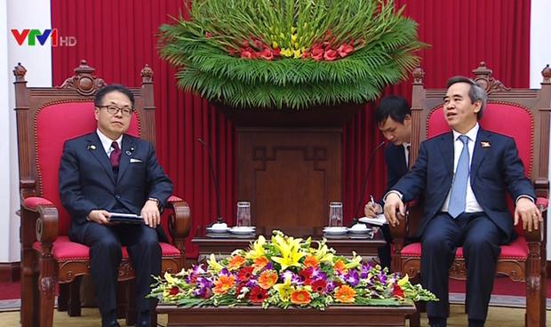 越共中央经济部部长会见日本经济产业省大臣 hinh anh 1