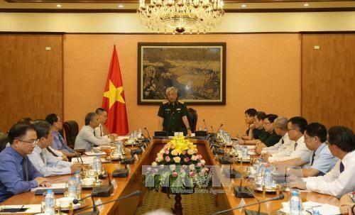 越南国防部副部长阮志咏会见越南驻外首席代表 hinh anh 1