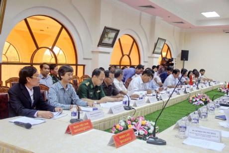 越老合作委员会代表团在布衣-Phu Cua国际口岸考察《2007年河内协议》落实情况 hinh anh 1