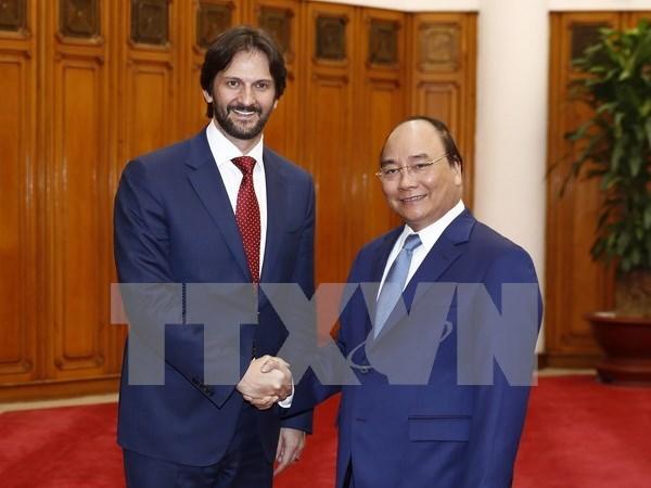阮春福总理会见斯洛伐克副总理兼内务部部长罗伯特•卡里尼亚克 hinh anh 1