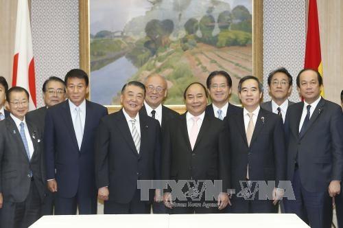 阮春福总理会见日本众议院议长大岛理森 hinh anh 1