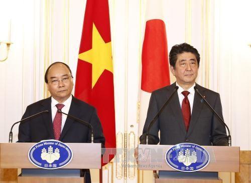 阮春福总理与日本首相安倍晋三进行会谈 hinh anh 4