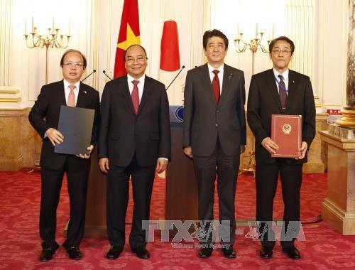 阮春福总理与日本首相安倍晋三进行会谈 hinh anh 3