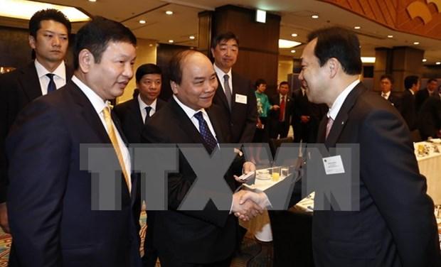 越南政府总理阮春福与日本信息技术企业举行座谈会 hinh anh 1