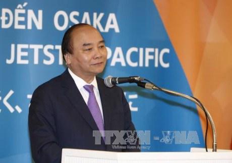 阮春福总理出席越南两家航空公司飞往日本大阪航线开通仪式 hinh anh 1