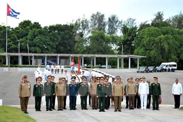 古巴国务委员会主席劳尔・卡斯特罗会见越南国防部长吴春历 hinh anh 2