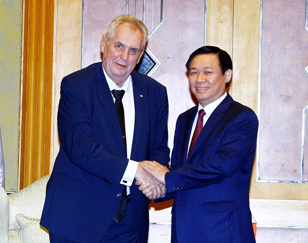 越南政府副总理王廷惠会见捷克总统米洛什·泽曼 hinh anh 1