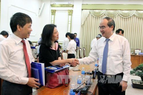 胡志明市领导会见越南新任驻外大使和总领事代表团 hinh anh 1