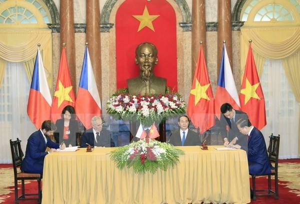 陈大光主席举行仪式欢迎捷克总统访越 hinh anh 3