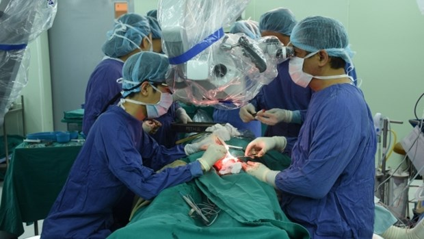越南为一名皮肤癌患者成功实施面部整形手术 hinh anh 1