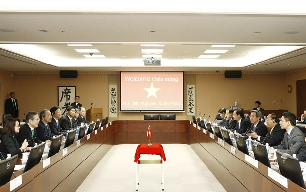 阮春福总理参观日本电产 圆满结束对日本进行的正式访问 hinh anh 1