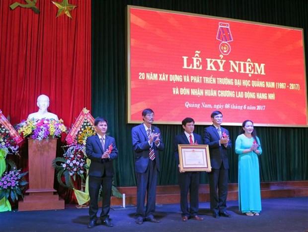 越南广南大学为老挝学生提供培训 hinh anh 1