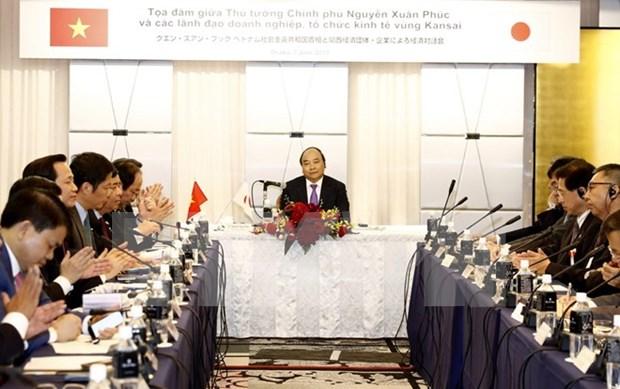 阮春福总理会见日本关西地区企业和大阪府领导代表 hinh anh 1