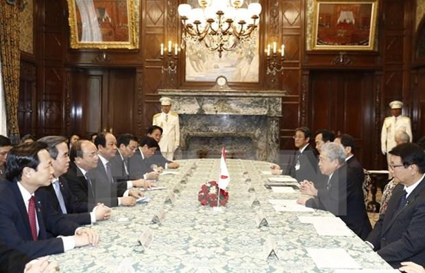 阮春福总理圆满结束对日本进行正式访问并出席亚洲未来国际会议之旅 hinh anh 2