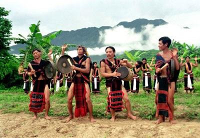 色当族民歌与乐器——西原地区山林独特的音色 hinh anh 1