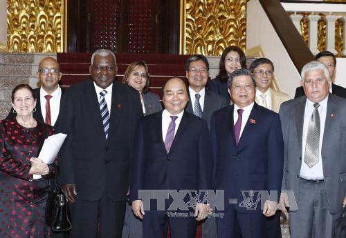 越南政府总理阮春福会见古巴全国人民政权代表大会主席埃斯特万 hinh anh 1