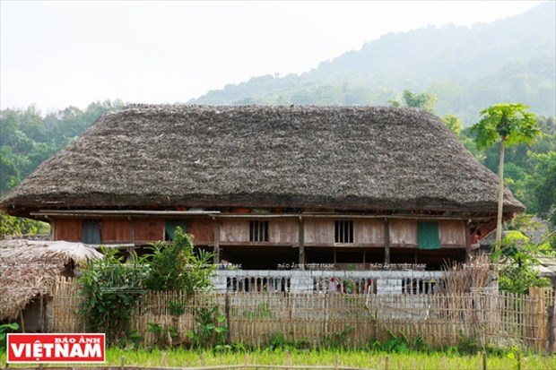 河江市的草屋村——国内外游客的有趣旅游点 hinh anh 3