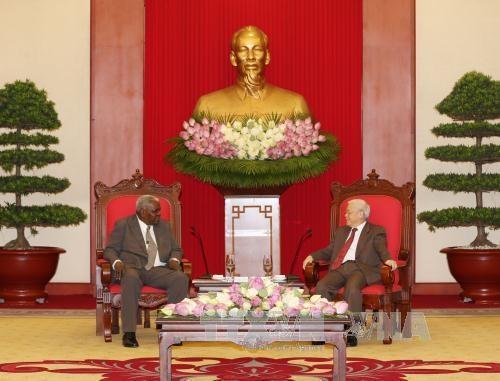 阮富仲总书记会见古巴全国人民政权代表大会主席埃斯特万 hinh anh 2