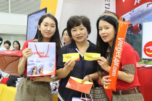 越捷航空参加香港国际旅游展 hinh anh 1