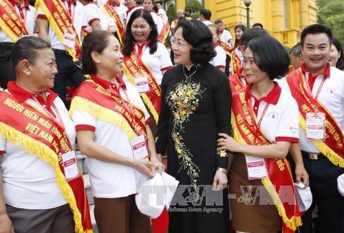 国家副主席邓氏玉盛: 继续扩大无偿献血活动的辐射力和感染力 hinh anh 1