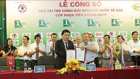 2017年前锋塑料杯U15国际足球比赛在岘港市开赛 hinh anh 1