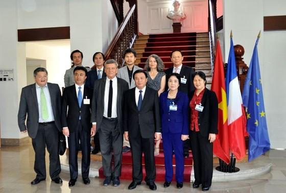胡志明国家政治学院代表团访问法国 hinh anh 1