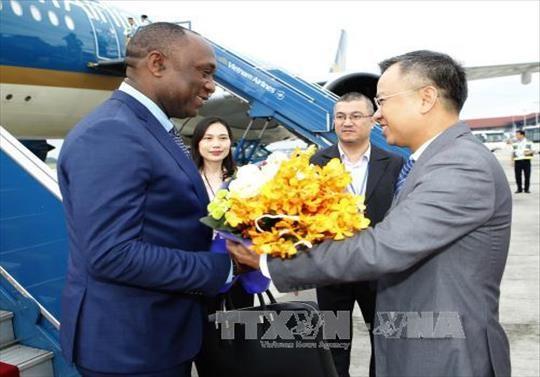 海地参议长尤里•拉托尔蒂抵达河内开始对越南进行正式访问 hinh anh 1