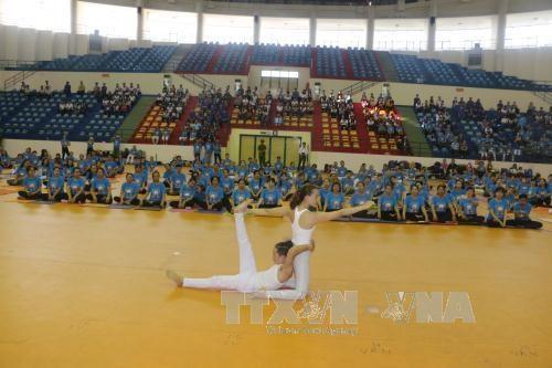 第三次国际瑜伽日在越南全国9个省市举行 hinh anh 1