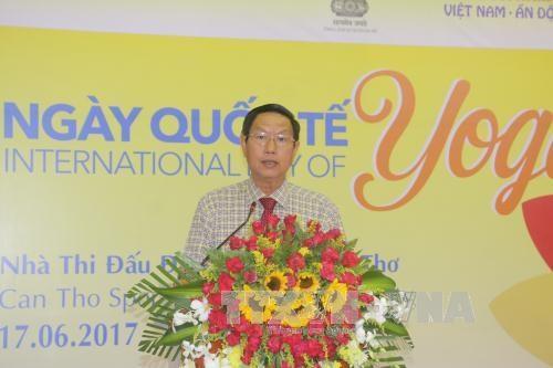 第三次国际瑜伽日在越南全国9个省市举行 hinh anh 2
