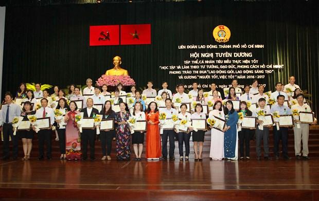 胡志明市表彰学习与实践胡志明道德榜样的优秀集体和个人 hinh anh 1