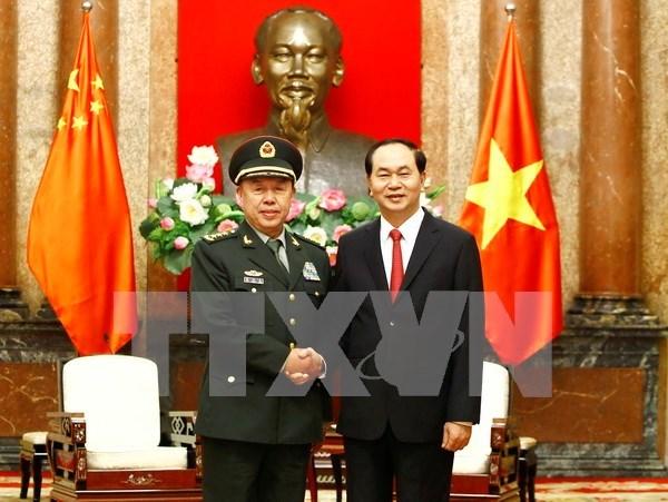 国家主席陈大光会见中共中央军委副主席范长龙 hinh anh 1