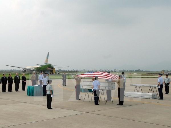 美国军人遗骸归国仪式在岘港国际机场举行 hinh anh 1