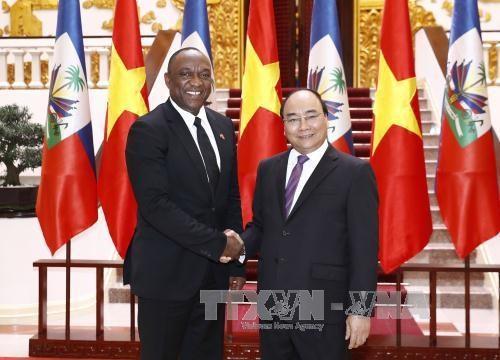 政府总理阮春福会见海地参议院议长尤里•拉托尔蒂 hinh anh 1