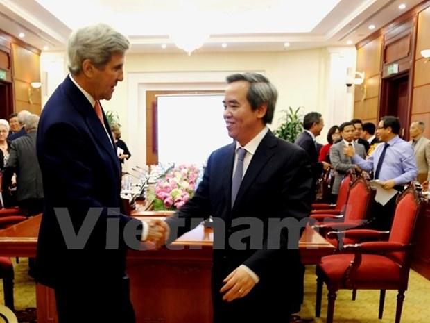 越共中央经济部部长阮文平与美国高级工作代表团举行会谈 hinh anh 1