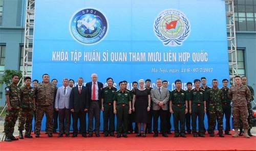 联合国维和参谋军官培训班在越南开班 hinh anh 1