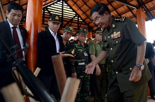 柬埔寨首相洪森重访平福省 hinh anh 1