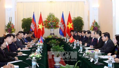 越南和柬埔寨领导人就两国建交50周年互致贺函 hinh anh 1
