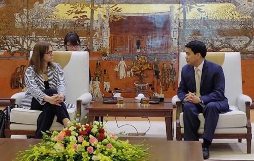 河内市人民委员会主席阮德钟会见以色列驻越大使 hinh anh 1