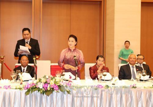 越南国会主席阮氏金银与柬埔寨国会主席韩桑林举行会谈 hinh anh 4