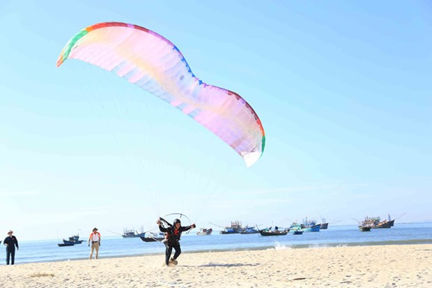 100多名飞行员参加岘港滑翔伞公开赛 hinh anh 2
