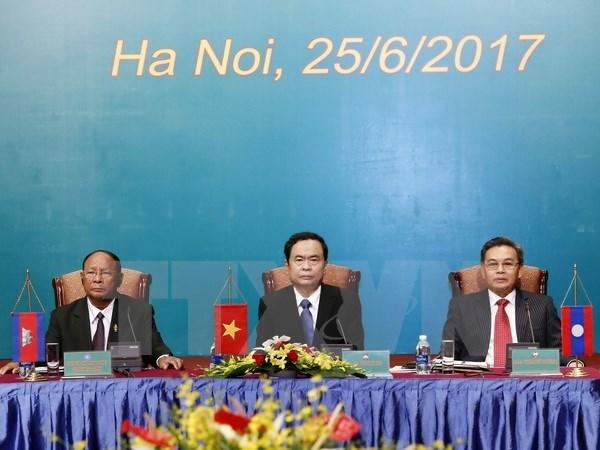 2017年越老柬三国阵线主席第三次会议在河内召开 hinh anh 1
