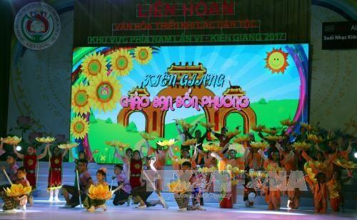 第六届南部地区各少数民族儿童文艺会演精彩纷呈 hinh anh 1