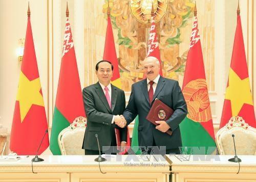 国家主席陈大光与白俄罗斯总统亚历山大·卢卡申科举行会谈 hinh anh 1