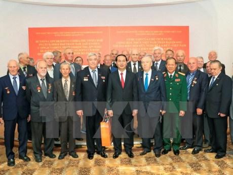 国家主席陈大光会见白越友好协会代表和白俄罗斯援越抗战老战士 hinh anh 1