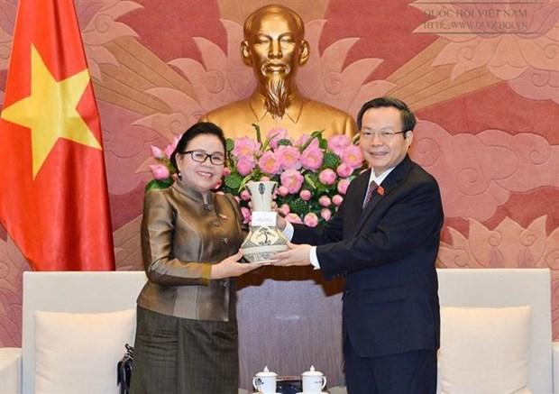 国会副主席冯国显会见老挝国会司法委员会代表团 hinh anh 1