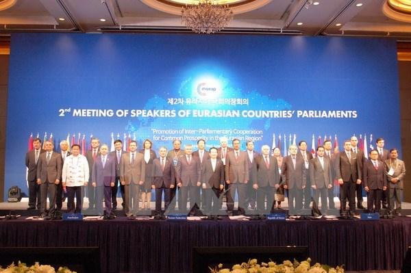 越南国会副主席汪周刘出席第二届欧亚国家议长会议 hinh anh 1