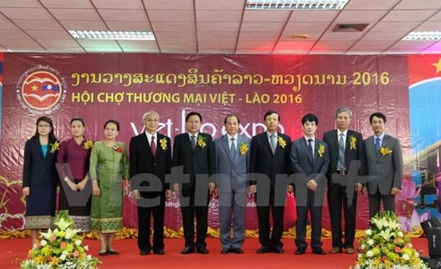 越南与老挝进一步加强贸易合作关系 hinh anh 1